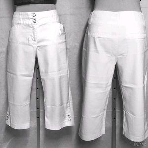 Reitmans, White Cotton Capris Size10 petite.